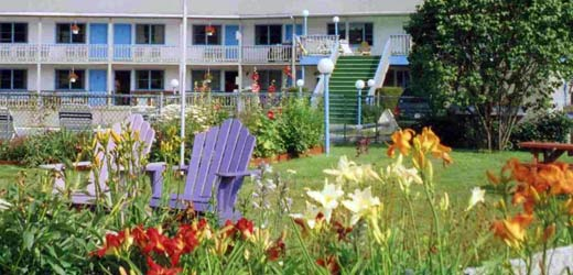 Central to White Mountain Attractions. The Four Seasons Motor Inn ...